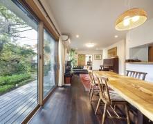 二世帯の個性が光る完全分離型二世帯住宅