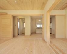 穏やかな上下分離型二世帯住宅【無垢の家】K様邸