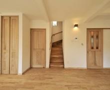 栗フローリングと漆喰の空間 無垢の家 I様邸