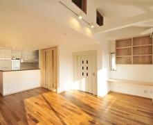 2階LDKを生活の中心とし、家事動線に配慮した無垢の家 K様邸